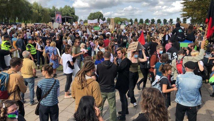 Hollanda'da konut azlığı ve yüksek kiralar protesto edildi