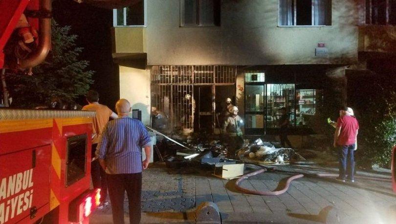 Kadıköy'de iş yeri deposunda çıkan yangın korkuttu