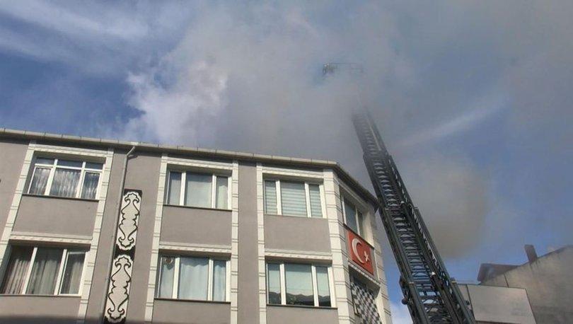 Bayrampaşa'da 4 katlı binanın çatısında yangın çıktı