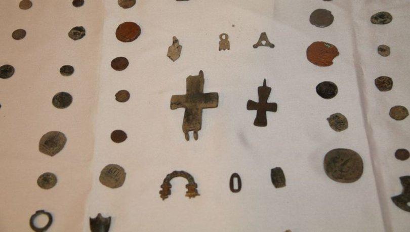 Amasya'da poşete sarılı kavanozun içinde 312 parça tarihi eser çıktı