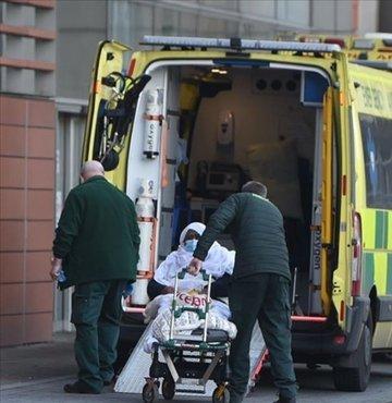 İngiltere Başbakanı Boris Johnson, yeni tip koronavirüs (Kovid-19) salgınının hala bir risk olmaya devam ettiğini belirtti, henüz aşı olmayanların aşılarını yaptırmaları çağrısında bulundu.