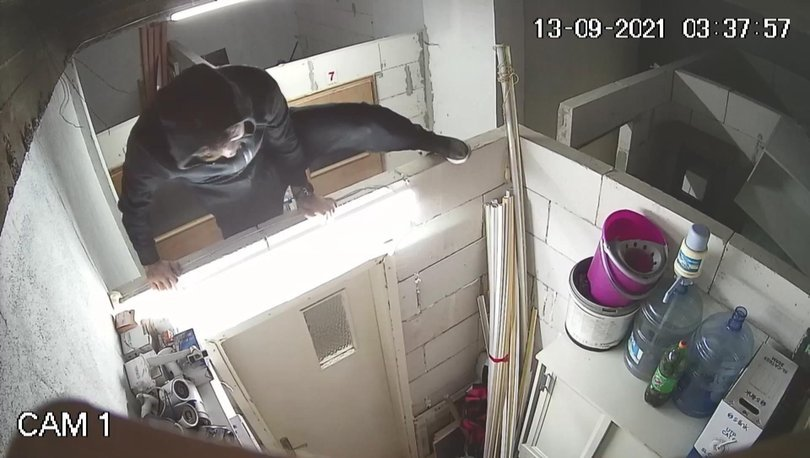 Akılalmaz olay! Hırsızlar, kendilerini görüntüleyen güvenlik kamerasını da çaldı