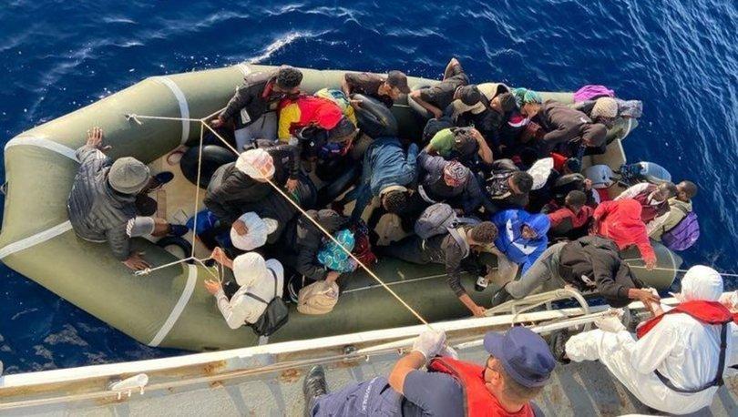 Türk kara sularına bırakılan 2 can salındaki 28 düzensiz göçmen kurtarıldı