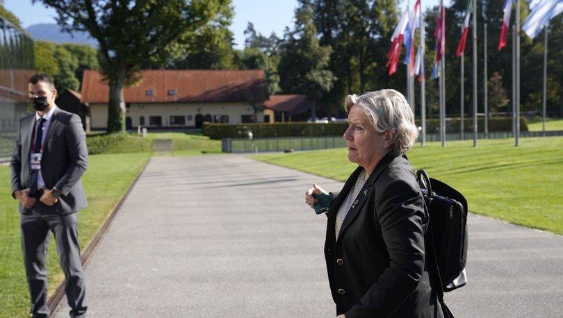 Hollanda'da bir istifa daha: Savunma Bakanı Ank Bijleveld istifa etti