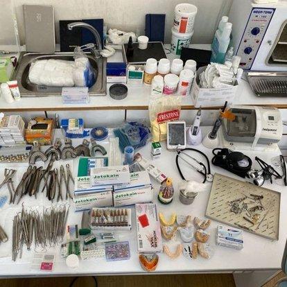 Kendini dişçi olarak tanıtan şahsın muayenehanesine operasyon