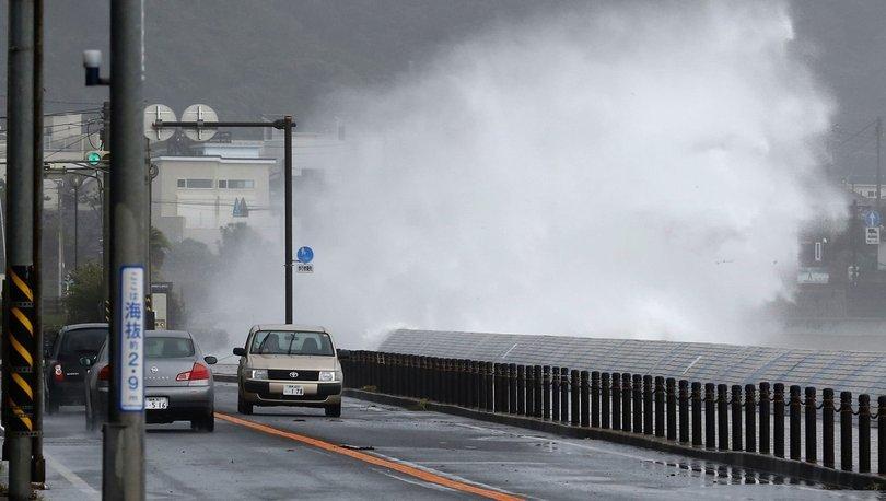 Japonya'da Chantu Tayfunu nedeniyle 5 kişi yaralandı