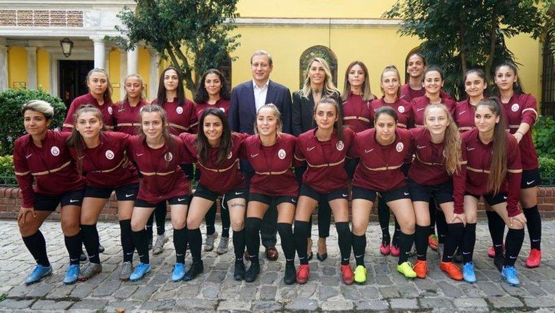 Galatasaray'da kadın futbol takımı tanıtıldı
