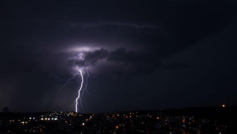 İstanbul'da bazı ilçelerde sağanak yağışlar etkisini gösterdi