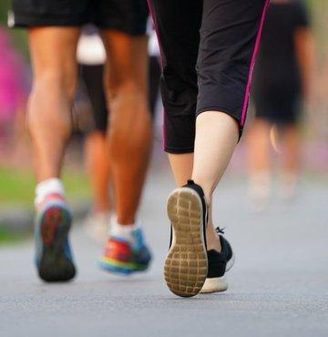 Yapılan son araştırmada, günde 7 bin adım atan kişilerin daha uzun ve sağlıklı yaşam sürdüğü ortaya çıktı