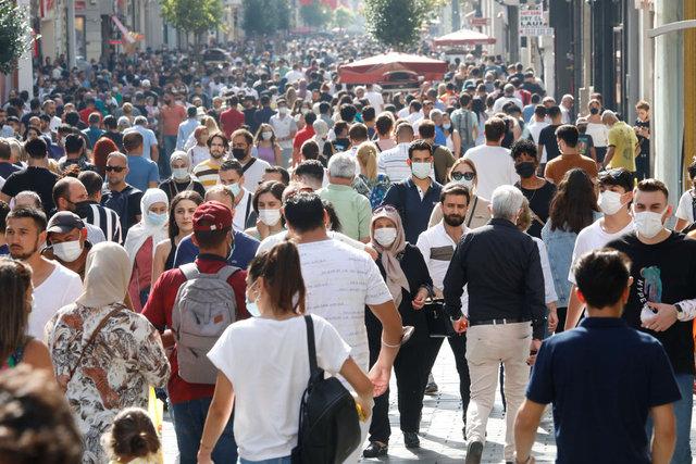 Taksim'de tedirgin eden yoğunluk! Maske ve mesafe yok sayıldı... - Haberler