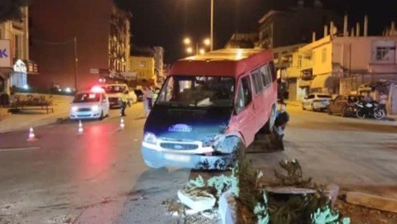 Hatay'da minibüsle otomobil çarpıştı, 7 kişi yaralandı