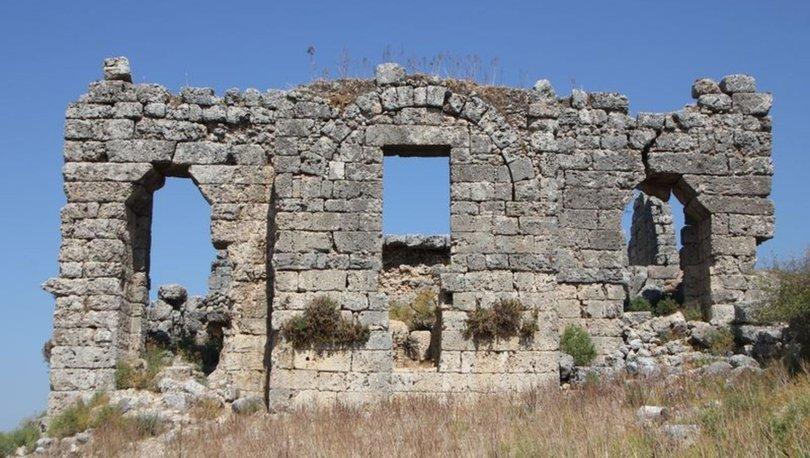 Sillyon Antik Kenti'nde demirci ve bıçak atölyesi bulundu