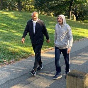 İki Bakanın Central Park'ta yürüyüş keyfi