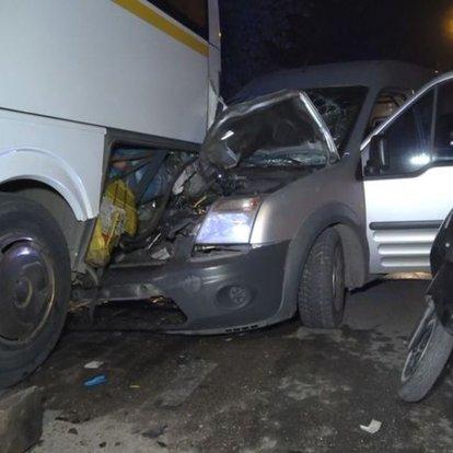 Park halindeki otobüse çarptı: 3 yaralı