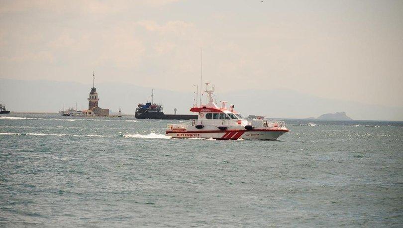 Kız Kulesi açıklarında sürüklenen tekne kurtarıldı - Haberler