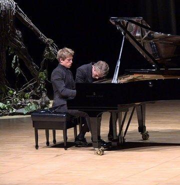 I. İstanbul Uluslararası Oda Müziği Festivali Jussen Kardeşlerin konseriyle başladı. Konserde; Lucas Jussen - Arthur Jussen kardeşler, dört el piyano repertuvarından örnekler seslendirdi