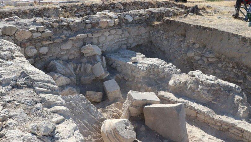 Antik kent Tripolis'teki depremlerin izleri gün ışığına çıkartılıyor