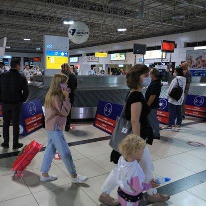 İngiliz turistler, 4 aylık 'kırmızı liste' engeli sonrası yeniden Antalya´da
