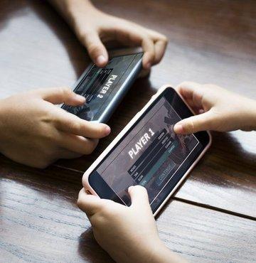 Toplam oyun pazarının yarısından fazlasını ele geçiren mobil oyun pazarı aldı başını gidiyor. 2021 yılında mobil oyun pazarının büyüklüğünün 90 milyar doları da aşması bekleniyor. Peki mobil oyun pazarında en fazla gelir elde eden oyunlar hangileri? İşte toplam 1 milyar dolar ve üzerinde bir gelire ulaşan o mobil oyunlar...