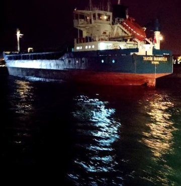 İstanbul Boğazı'nda 2 kuru yük gemisi çarpıştı!