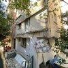 Kadıköy'de 25 yıllık binanın balkonları çöktü, mahalleli sokağa döküldü