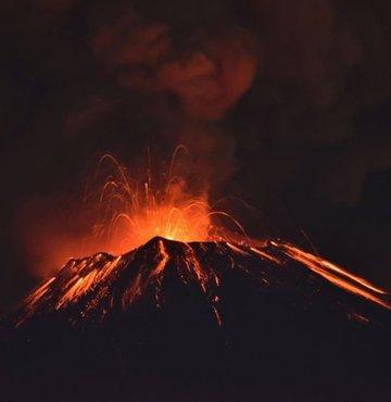 Meksika'daki Popocatepetl yanardağında iki patlama