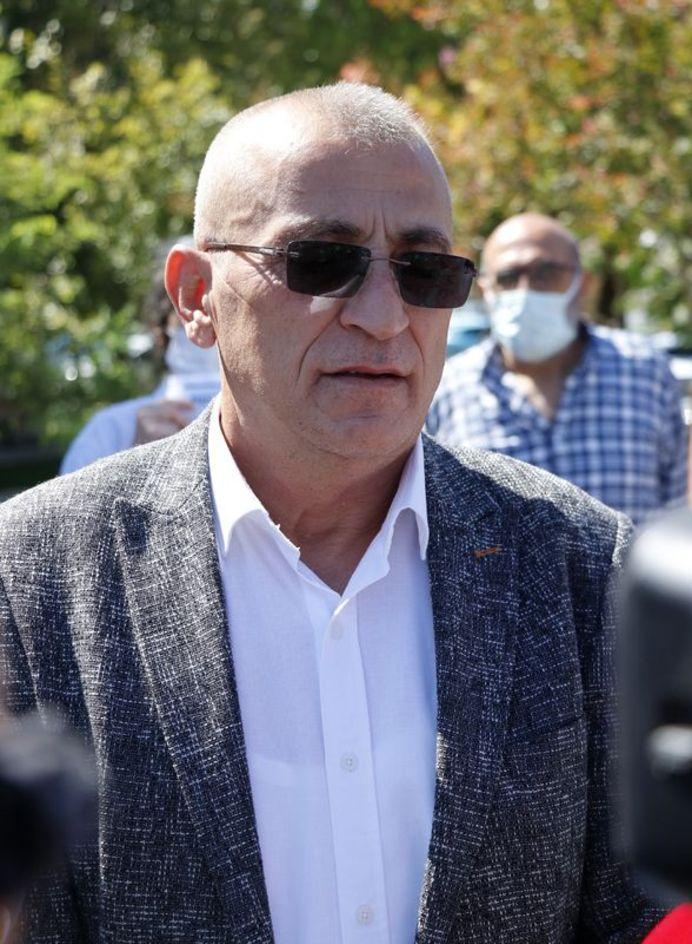 Muğla'da üniversite öğrencisi Pınar Gültekin'in öldürülmesiyle ilgili sanıklar Cemal Metin Avcı ile kardeşi Mertcan Avcı'nın yargılanmasına Muğla 3. Ağır Ceza Mahkemesinde devam edildi. Gültekin'in babası Sıddık Gültekin, dava öncesi Muğla Adliyesi önünde gazetecilere açıklama yaptı.