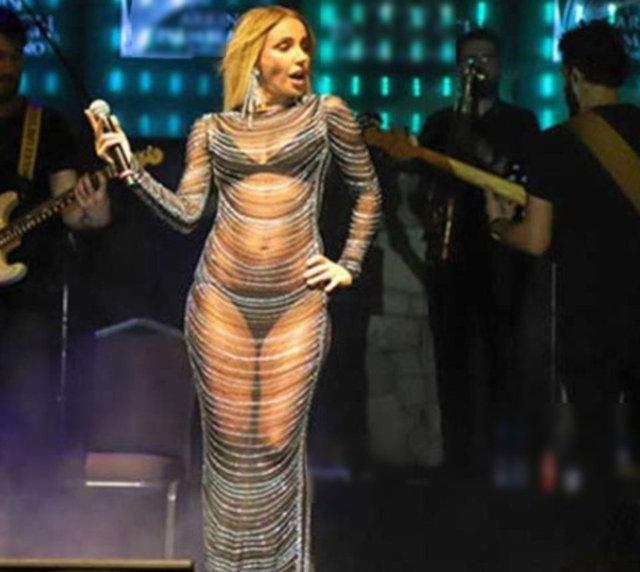 Gülşen'in sahne kıyafeti yine çok konuşuldu - Magazin haberleri