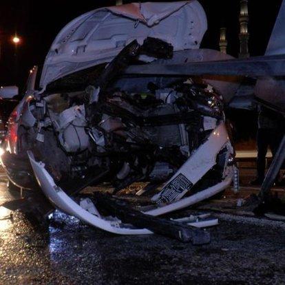 TEM Otoyolu'nda bariyer otomobile ok gibi saplandı: 2 yaralı