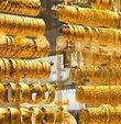 Yeni haftada 500 lirayı aşan gram altının hafta sonu piyasalarda kaç liradan işlem gördüğü merak ediliyor. 2 Ekim Cumartesi günü güncel piyasalarda gram altın 501,04 liradan, çeyrek altın ise 819,82 liradan işlem görüyor. Altın fiyatları bugün ne kadar oldu? İşte 2 Ekim 2021 güncel altın fiyatları