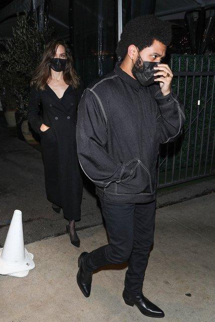 Angelina Jolie eski eşi Jonny Lee Miller ile görüntülendi - Magazin haberleri