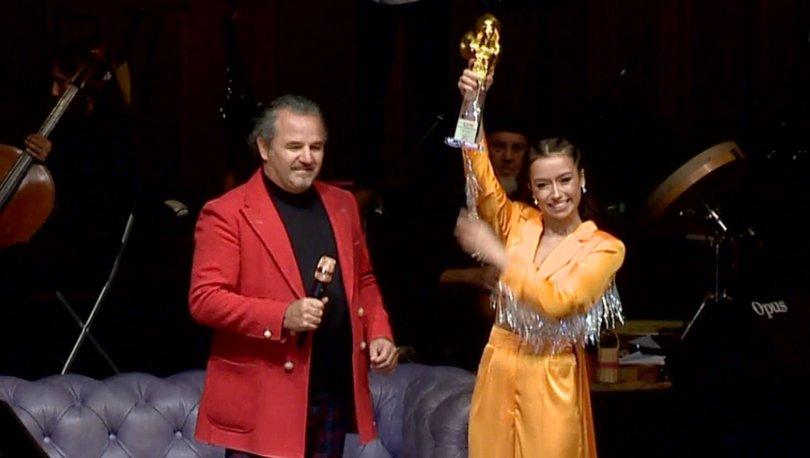 Tuğba Yurt ödülünü sahnede aldı - Magazin haberleri