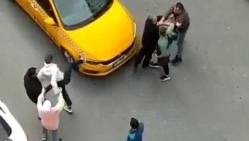 TAKSİCİYİ DÖVDÜ! Son dakika: Taksiciyle müşterinin kavgası kamerada - VİDEO HABER