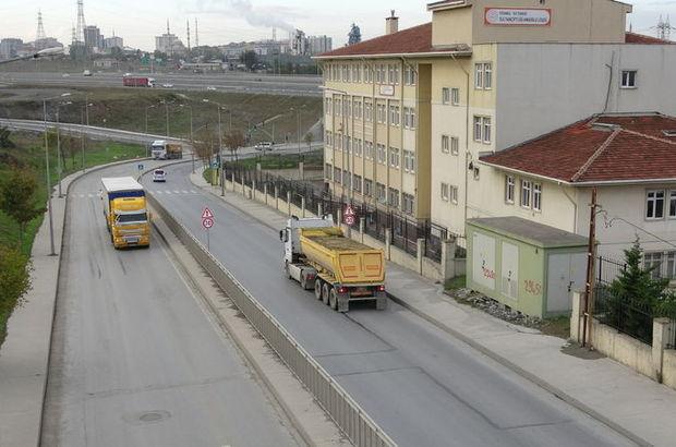 Okul yolunda kamyon tehdidi! Yasağı dinlemiyorlar