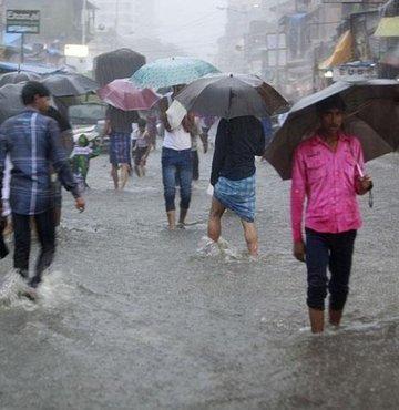 Hindistan ve Nepal'de yağış felaketi büyüyor