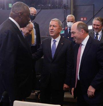 Son dakika... Milli Savunma Bakanı Hulusi Akar, ABD Savunma Bakanı Lloyd James Austin ile görüştü