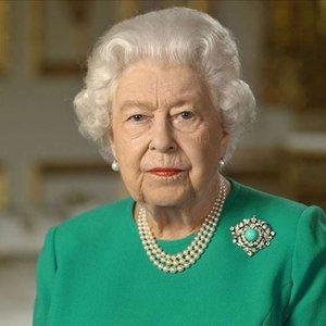 İngiltere Kraliçesi Elizabeth, geceyi hastanede geçirdi