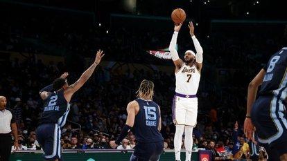 Lakers ilk galibiyetini aldı!