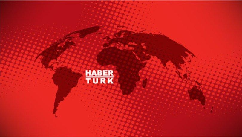 İstanbul'da Harem'de kurulan istasyonda taksi ve dolmuşlar dezenfekte ediliyor