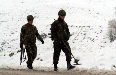 Hem PKK'yla hem doğayla şavaşıyorlar