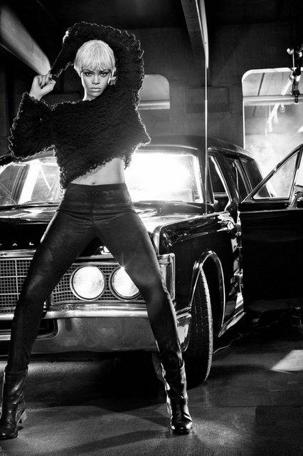 a97a3b6088f4e45cd5eda7b20af6d896 k - Rihanna iç çamaşırı çekiminde!