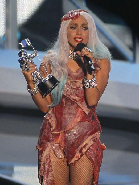 68f81393adfb757e573a2d416d1e3a08 k - Gaga'dan olay pozlar