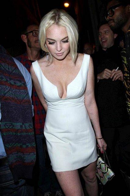 ce8b868af5ed5c09e12ab154d3155700 k - Lindsay Lohan Resimleri