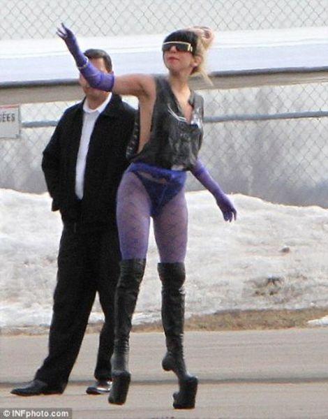 Леди Гага прилетела в Канаду.