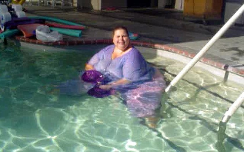 отпадные толстухи в бассейне удовольствием