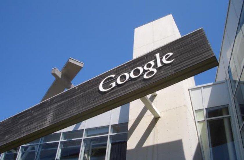 <p>X için Google X<br />Google'ın yarı gizli faaliyeti. Bir kısmı henüz açıklanmayan teknolojik yenilikler peşinde koşan kol. Google Glass, Google Kontakt Lens, Loon, Wing gibi projeleri şu ana kadar bildiklerimiz.</p>