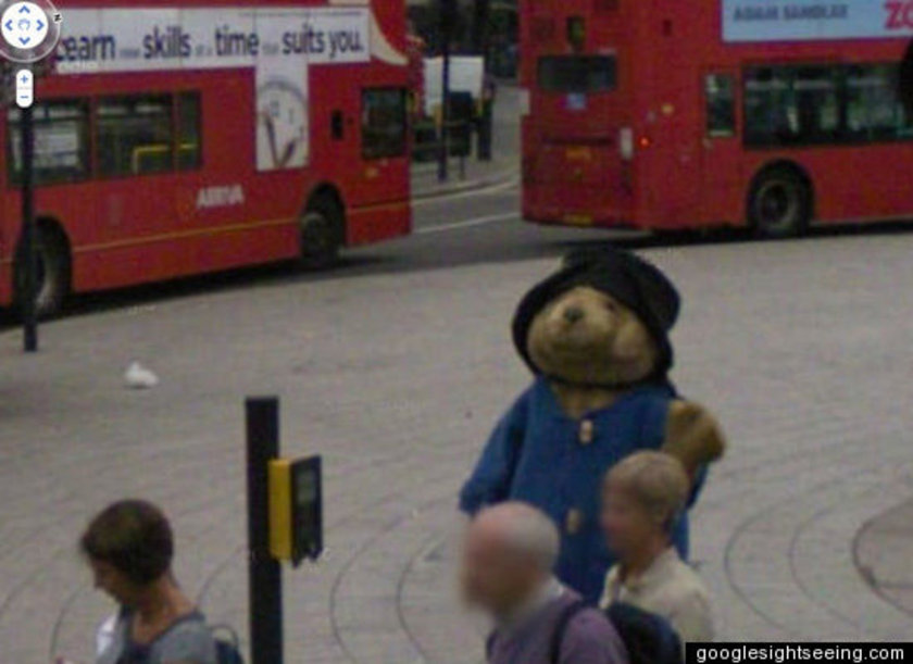 <p>İngiltere'de Paddington ayıcığı gezinirken</p>