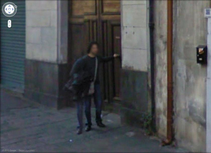 <p>İtalya'da üç bacaklı adam</p>