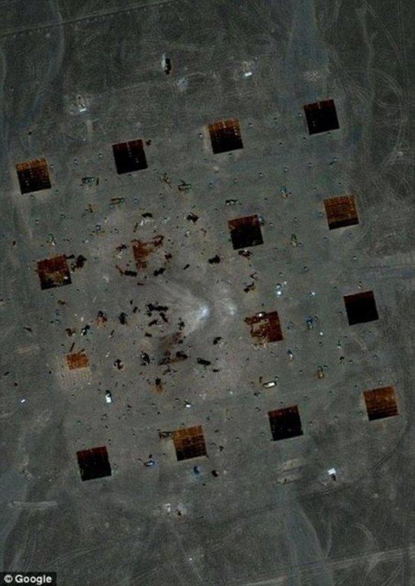 <p>Uzmanlar, Dünya'nın yörüngesindeki uydular tarafından tespit edilen yapının, Çin'in casus uyduları için inşa edilmiş bir hedefleme veya konumlayıcı görevi görebileceğini belirtti</p>
