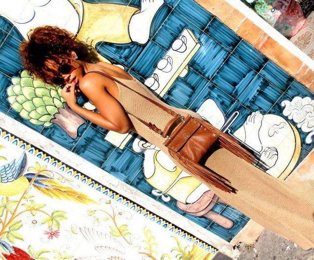 b9339a26500bef92dce3933ff9f13013 k - Rihanna böyle görüntülendi!